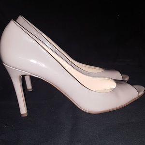 ANN TAYLOR Size 9 Open Peep Toe Beige Patent Heels