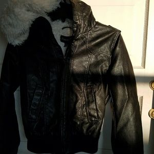 rue 21 genuin leather jacket w fur