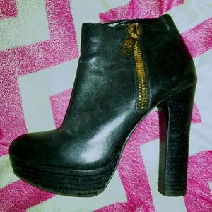Shoes - Sexy black leather high heel ankle boots. Sz 6