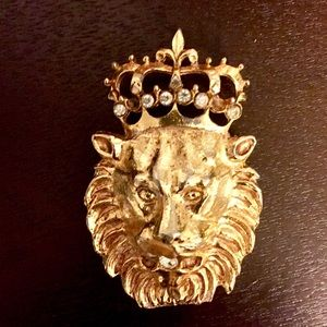 Jewelry - Lion Head Brooch with Clear Glass on crown & mouth
