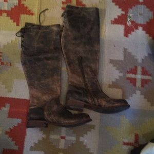 In like new condition leather boots 👢10