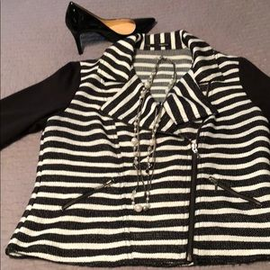 Long sleeve zip up blazer