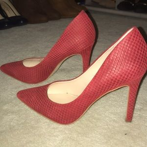 Brand new never worn red Vince Camuto heels Size 7