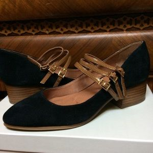 Dreamy jet black suede Shelly's shoes!