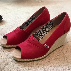Red TOMS wedges, size 9