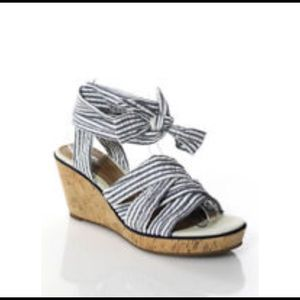 NWT Sperry tie up sandals
