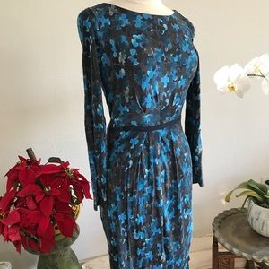 Dress with blues flowers ant waist