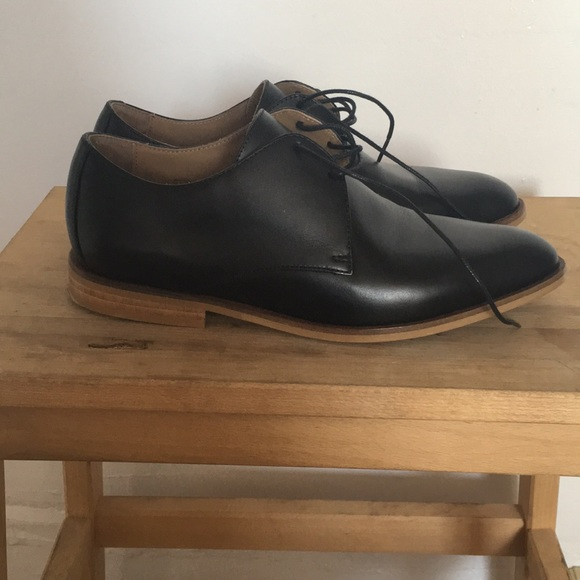 f4d66c3b329c Everlane Shoes - Everlane Modern Oxford black shoes with brown sole