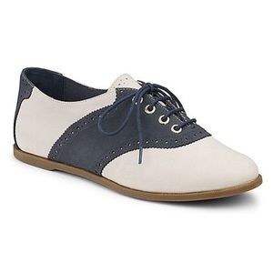 Sperry Saddle Shoes Size 9