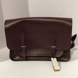 Slim Bridge Closure Bag in Leather