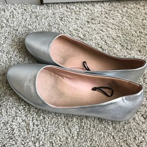 Silver leather flat for woman