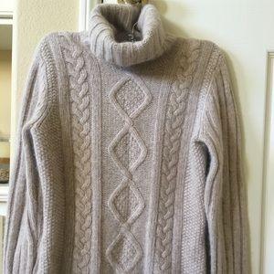 Banana Republic Turtleneck sweater size Small
