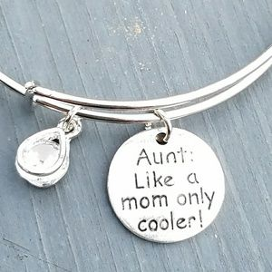 Jewelry - New Aunt: Like a mom only cooler charm bracelet