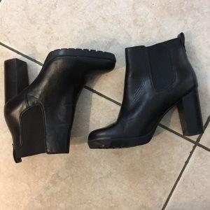 Clark's artisan Chelsea boots