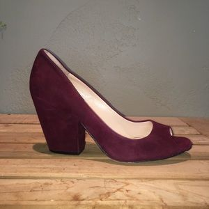 VINCE CAMUTO Suede Maroon Chunky Heel