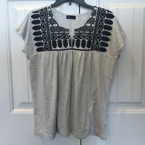 Gap woman's top size Small.
