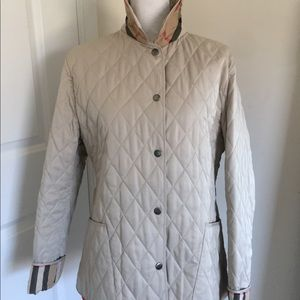 Like new Burberry jacket M in color beige