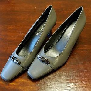Naturalizer leather heels SZ 8