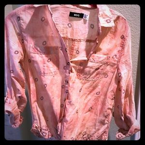 Sexy button down with adjustable sleeves. Peach
