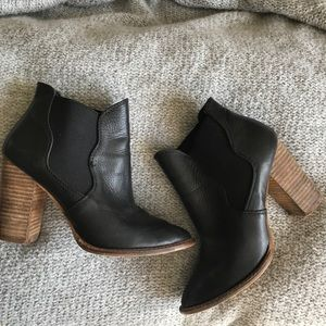 Black leather Chinese laundry booties 6.5