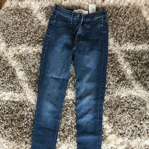 Like new! Classy, blue, high-waisted jeans..
