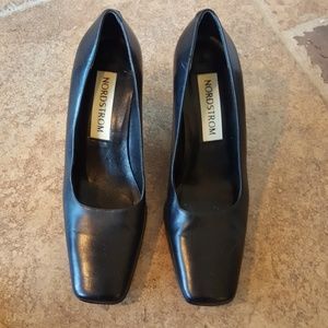 Perfect leather Nordstrom work pumps