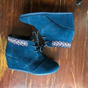 TOMS Blue Suede Desert Wedge Boots booties 6