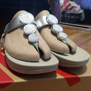 Never worn Fitflops silver thongs size 7