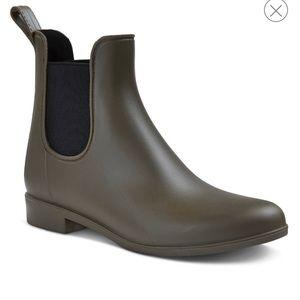 Rain boots size 7 NEW