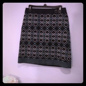 Likenew Ann Taylor embroidered pencil skirt size 4