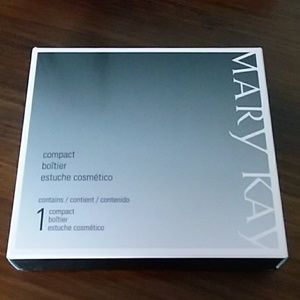 NWT Mary Kay empty compact