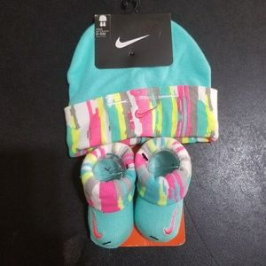 BNWT Nike Hat & Boorties