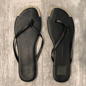 Dolce vita slip on black & gold sandals 8