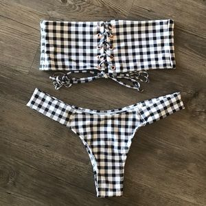 Demi bikini