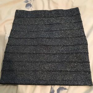 🔴Black and silver sparkly skirt size small