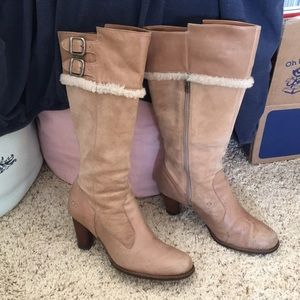 UGG shearling insole tan color boots Sz 8