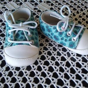 Other - ⏬$18 Baby shoes size 6-12 mo