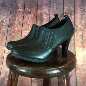 💸Women's WhiteMT black heeled Bootie size 12