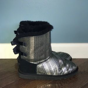 black sparkle bailey bow uggs