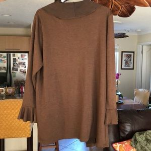 Modern Soul Sweaters - Modern Soul ruffly soft sweater, excell condition