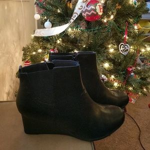 *SALE*   Almost New Clarks wedge boots size 12