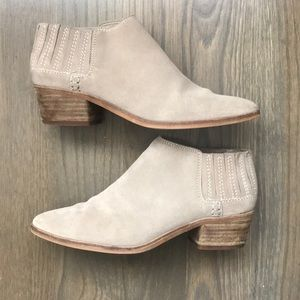 Dolce Vita tan suede ankle boots