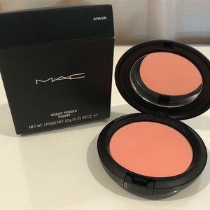 MAC Beauty Powder in Alpha Girl
