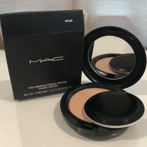 MAC Pro Longwear Powder in Medium