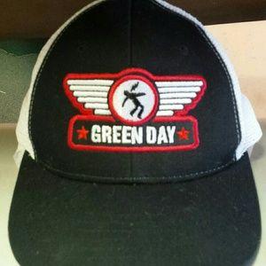 Other - Vintage Green day trucker hat