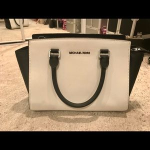White & black satchel bag with adjustable strap