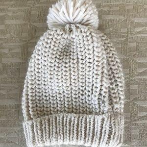 Zara winter hat in cream color