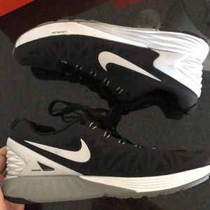 Shoes - Nike lunarglide 6