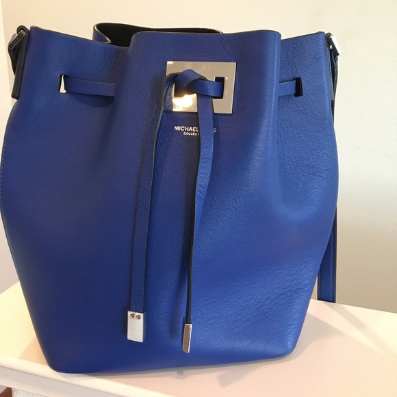 59d6b77c09aca2 Michael Kors Collection Miranda Leather Bucket Bag.  M_5a2f06b02de5125a2b001148
