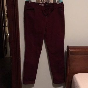 Like new! Maroon Inc stretchy skinny leg jeans
